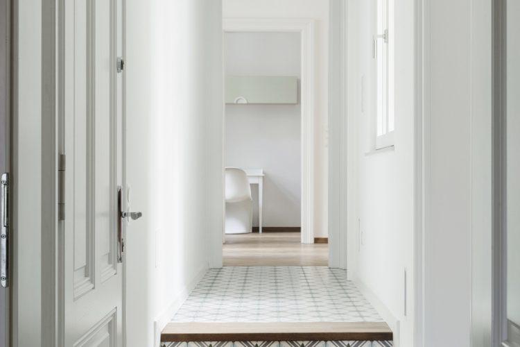 Flur Design Wien-Stufen mit Zementfliesen und Holz-Treppen Design mit Zementfliesen Wien