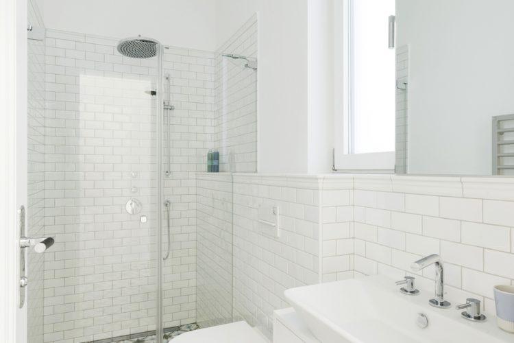 Badezimmer mit Metro Fliesen-Badezimmermöbel nach Maß Wien-Badezimmer Planung Wien-Bad Gestaltung Wien