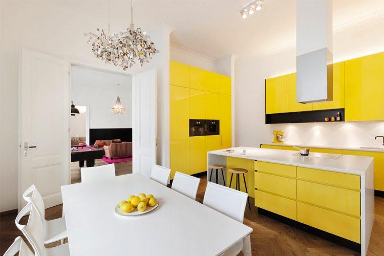 Küche nach Maß Wien-moderne Küche-bunte Küche -Essbereich in Weiß-Küchendesign Wien