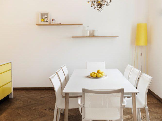 Weißer Essbereich-Aluminiumguß Stühle-Esstisch ausziehbar mit Eichengestel