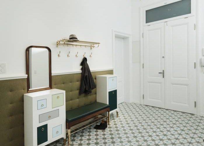 Vorzimmer Klassisch Wien-Möbeldesign Vorraum Wien-Flurmöbel Wien-Garderobenmöbel Wien-Zementfliesen aus Marokko-Porzellanlüster